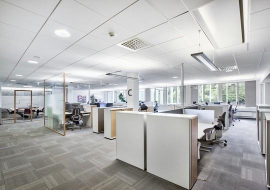 Dagens standard i kontorlokalene — oversiktsbilde over lokalet